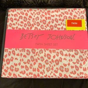 Betsey Johnson twin sheet set cheetah pink